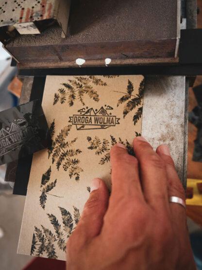 ręcznie robiony notes w paprocie